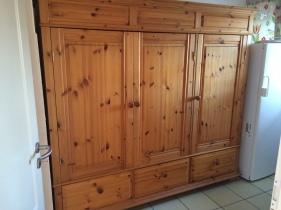 Schrank vorher - alte Möbel aufarbeiten
