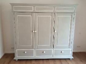 Schrank restauriert nachher - alte Möbel aufarbeiten